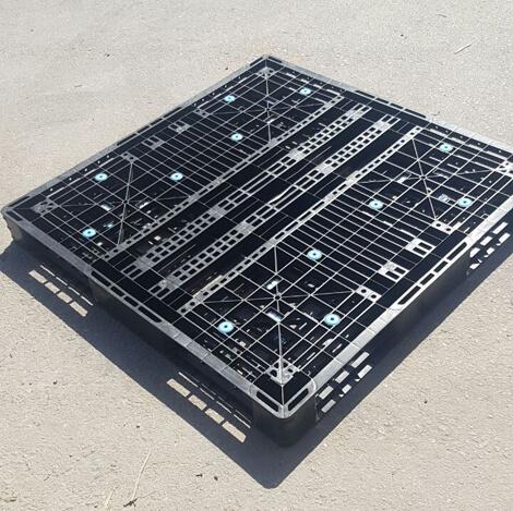 Plastic conveyor pallets